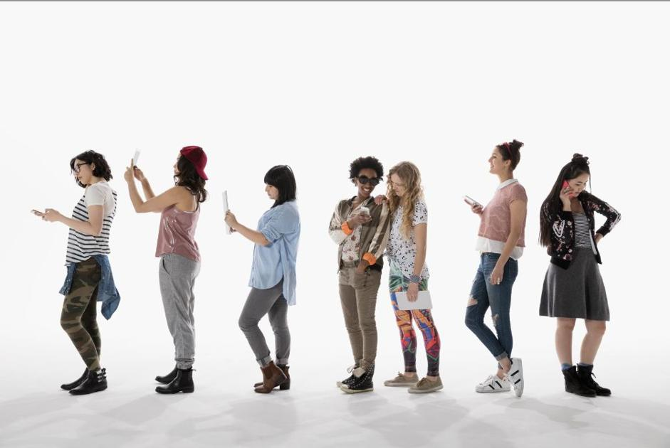 Shopping Habits in Different Generations: Boomers vs. Gen Z